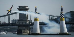 Red Bull Air Race nefesleri kesti